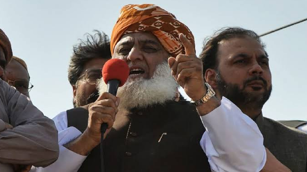 Azadi March Pakistan: Maulana Fazlur Rehman gives Imran Khan 48 hours to step down, threatens to enter PM house and arrest him