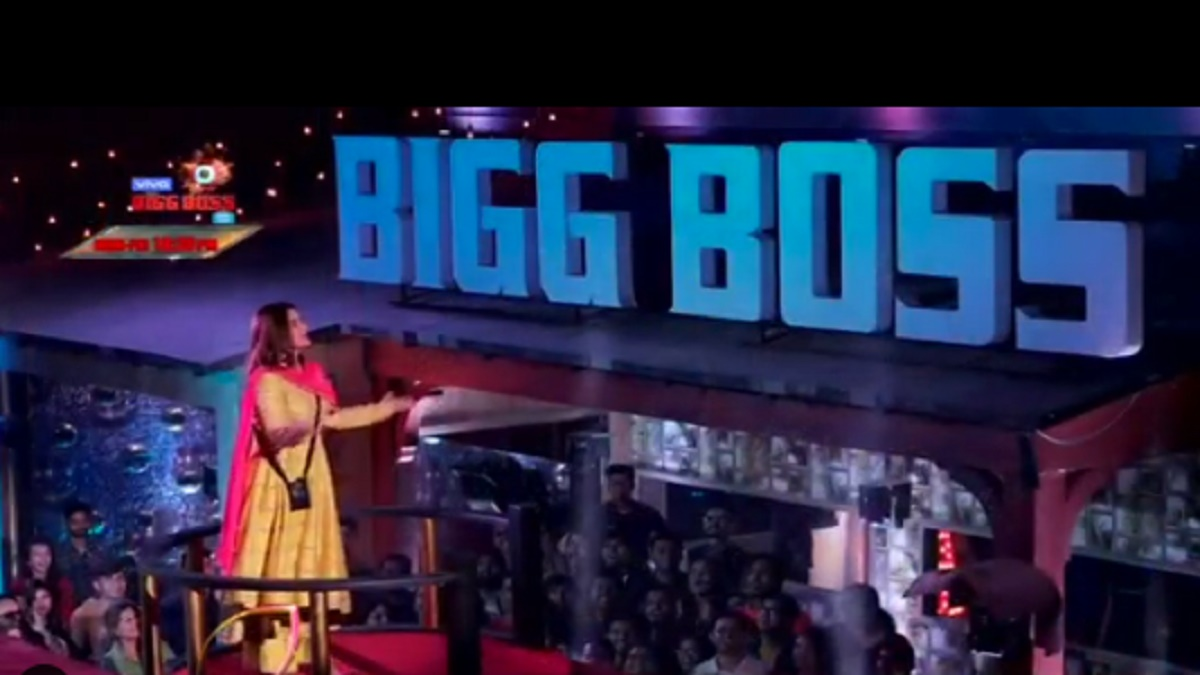 Bigg Boss 13 Grand Finale 15th February: Arti Singh gets emotional after watching her journey amid live audience