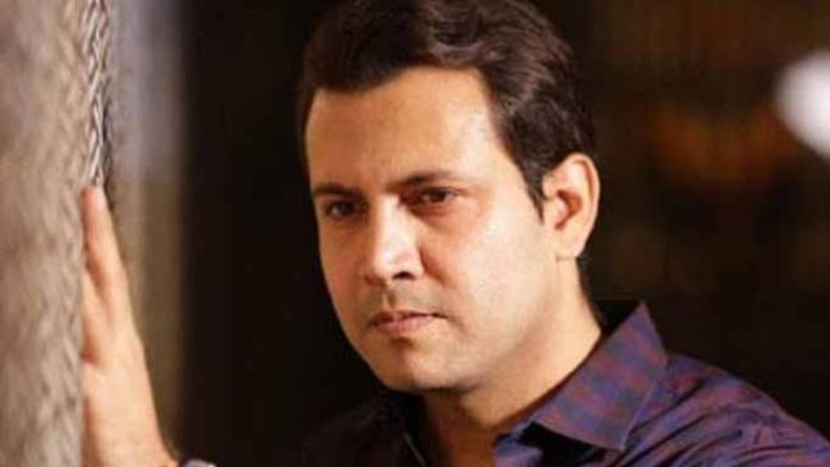 Television actor Abhinav Kohli shares video of people standing in a long queue even after lockdown announcement