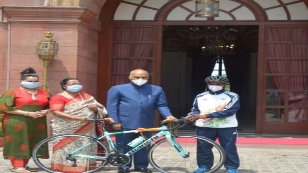 President Kovind gifts cycle to youth on Eid