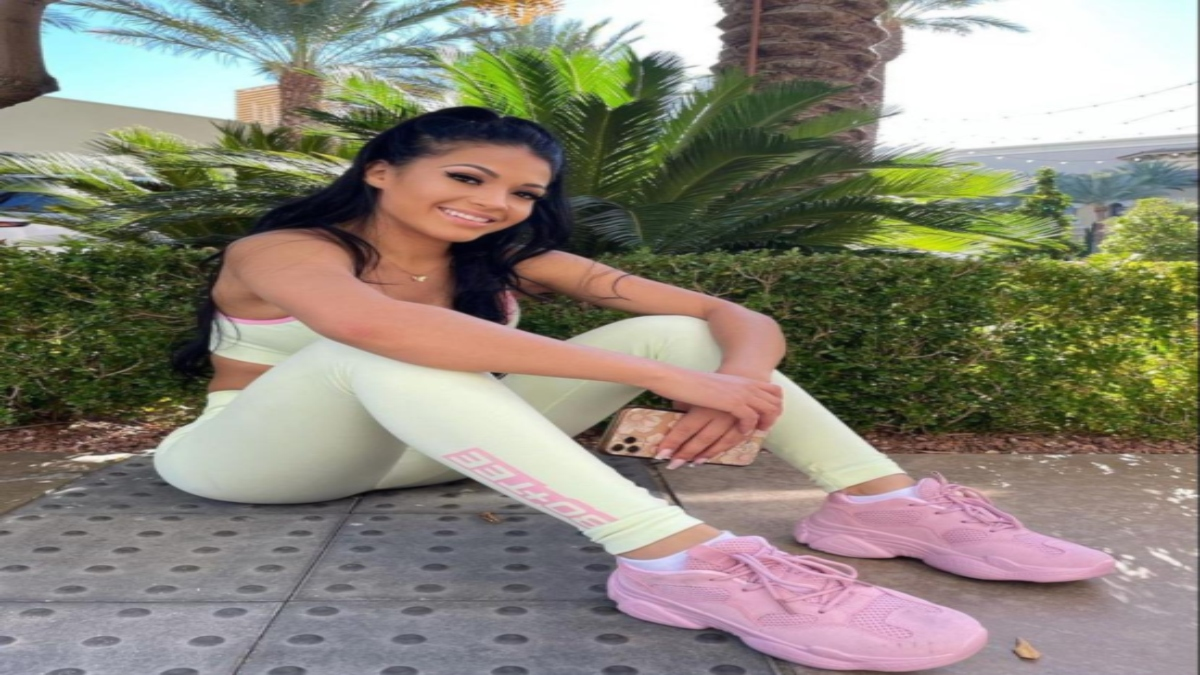 Alyssa Lavonne Pacheco's sexy athleisure looks are a must-have in your wardrobe!