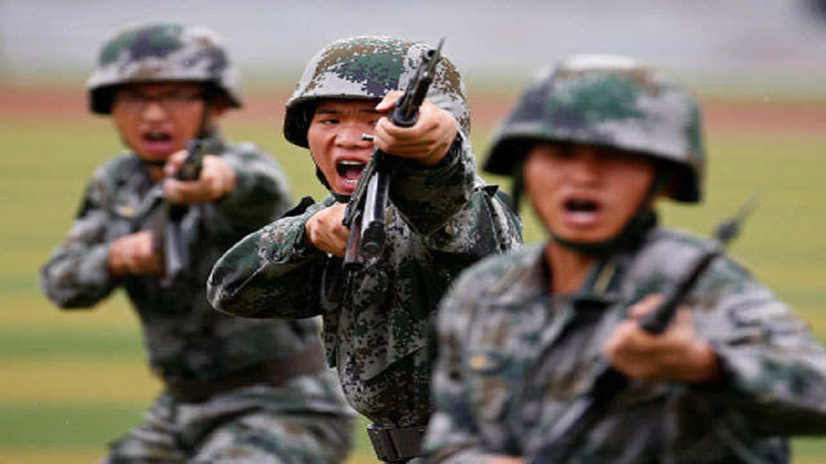 Chinese troops gather on Myanmar border